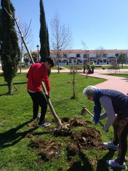 La Diputación de Badajoz celebra el Día Internacional de los Bosques con la plantación de árboles en #Olivenza