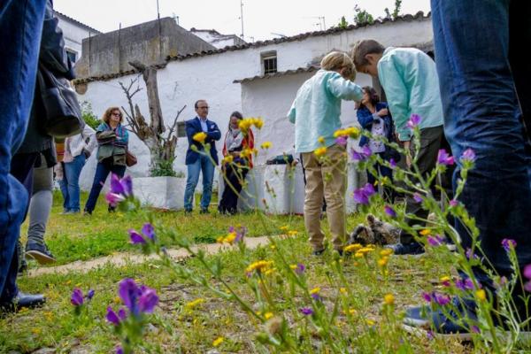 Se presenta la Guía de Plantas de Parque y Jardines.