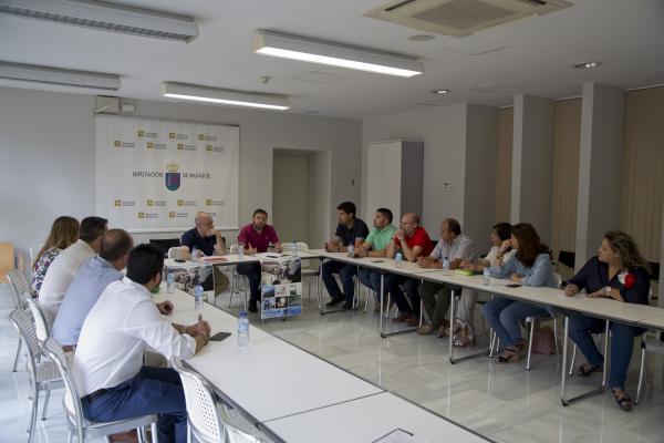 LA DIPUTACIÓN DE BADAJOZ SE REÚNE CON LOS ALCALDES DE LOS MUNICIPIOS PARTICIPANTES EN EL PROYECTO URBANSOL.