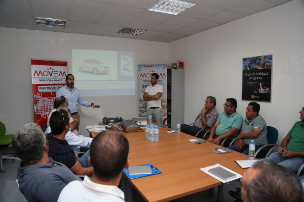 Diputación de Badajoz entrega a los municipios pacenses los primeros puntos de recarga para vehículos eléctricos