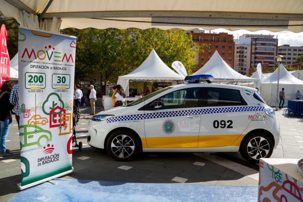 El Plan de Movilidad de Vehículos Eléctricos en Municipios (MOVEM) presente en el II Encuentro Ibérico de Vehículos Eléctricos del Corredor del Sudoeste en Badajoz