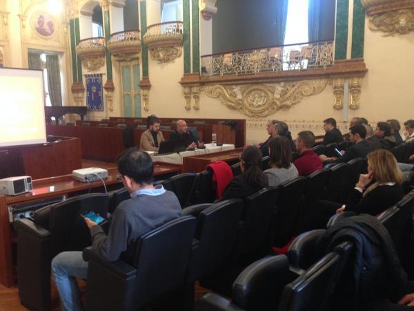 Diputación de Badajoz reúne a más de 30 alcaldes para analizar la problemática de los canes abandonados en la provincia