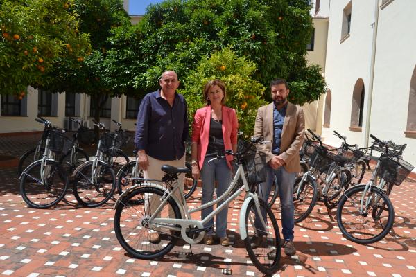 La Residencia Universitaria Hernán Cortés renueva el servicio gratuito de préstamo de bicicletas