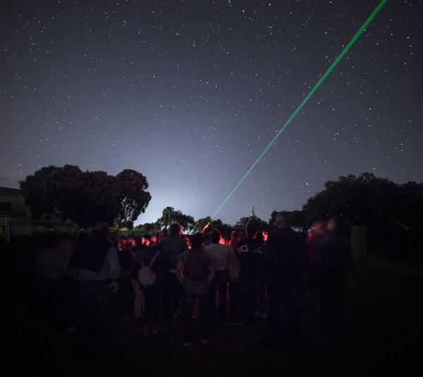 """Casi 130 personas disfrutaron de la """"Primavera en la Cocosa. Arte y astronomía"""""""