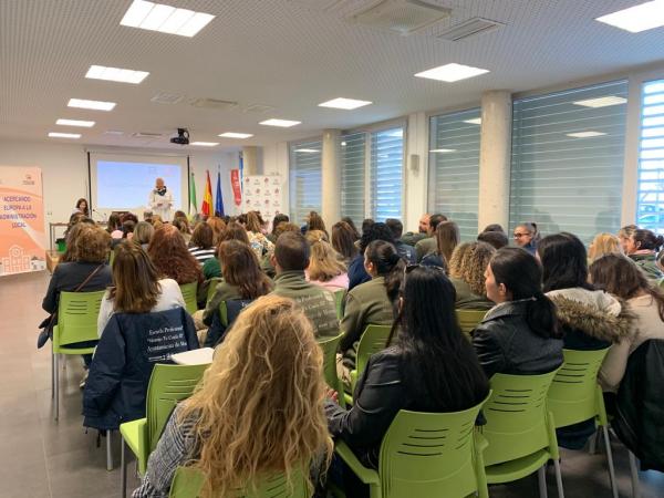 """Más de 90 personas participan en la segunda jornada de """"Formación y Empleo en Europa"""" organizada por Diputación de Badajoz"""
