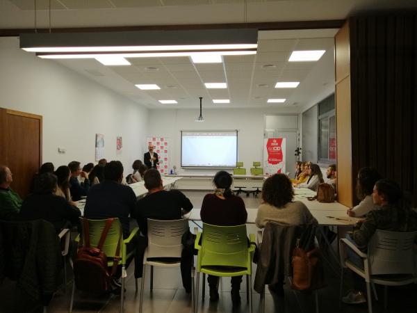 Celebrado en San Vicente de Alcántara un taller de escaparatismo dirigido a emprendedores y empresas de la provincia