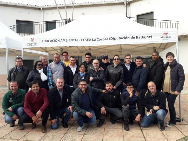 Participantes del Programa Voluntarios Expertos de FELCODE visitan las instalaciones de la finca La Cocosa de Diputación de Badajoz
