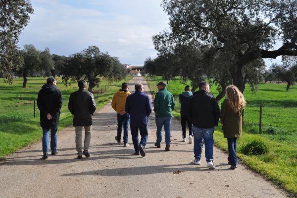 Internos del Centro Penitenciario de Badajoz visitan la Finca La Cocosa