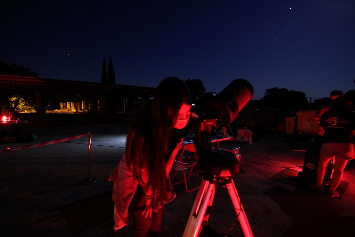 Cerca de 400 personas disfrutan del cielo nocturno gracias a las observaciones astronómicas de la Diputación de Badajoz