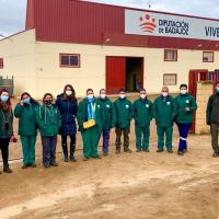 Alumnos de la Asociación Aprexs de Don Benito visitan el Vivero Provincial de la Diputación de Badajoz