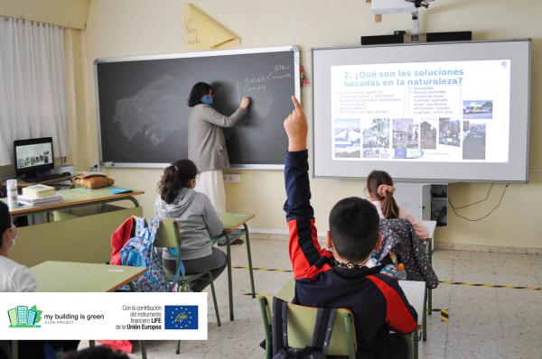 La Diputación de Badajoz organiza un proceso participativo para diseñar la adaptación al cambio climático del CEIP Gabriela Mistral de Solana de los Barros