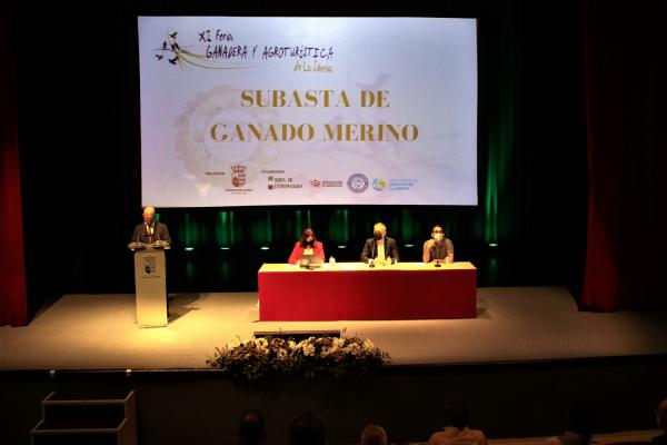 La Diputación de Badajoz ha participado en la subasta de ganado de la XI Feria Ganadera y Agroturística de la Siberia