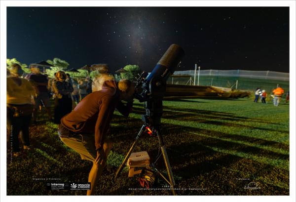 Más de 400 personas han disfrutado del cielo nocturno gracias a las observaciones astronómicas de la Diputación de Badajoz